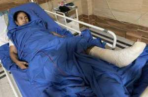 west-bengal-cm-mamata-banerjee-injured-in-leg-during-election-campaign-in-nandigram-says-she-was-pushed_g2d