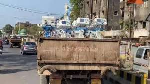 shocking-pics-covid19-ventilators-transported-to-hospitals-in-surat-in-a-garbage-truck_g2d