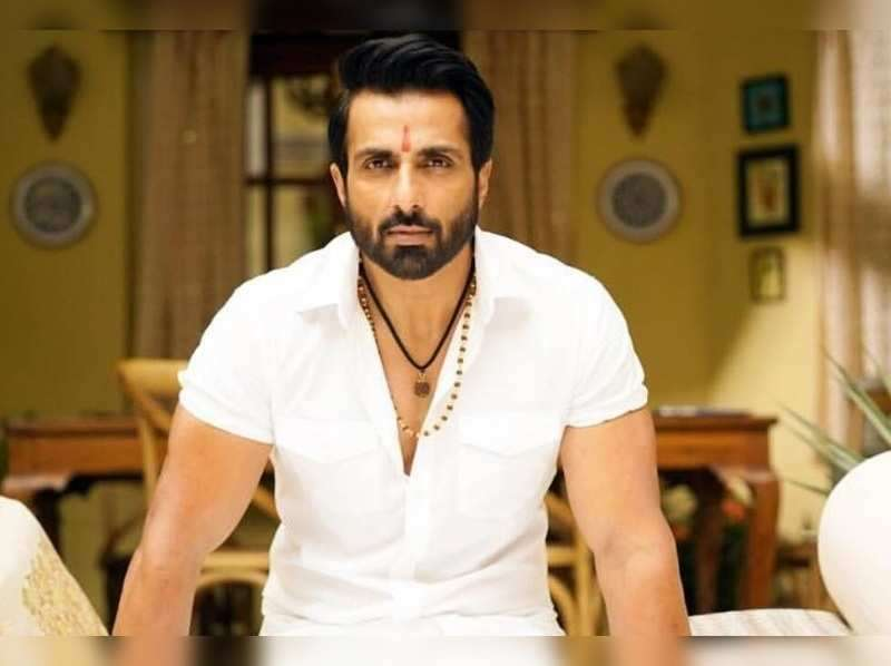 sonu-sood-a-selfless-human-having-a-great-sense-of-responsibility-towards-the-society_g2d
